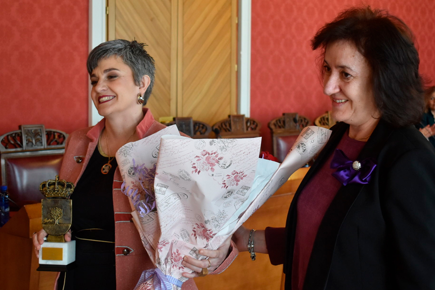 El ayuntamiento de Tomelloso reconoce a Rocío diaz de Mondema su trayectoria