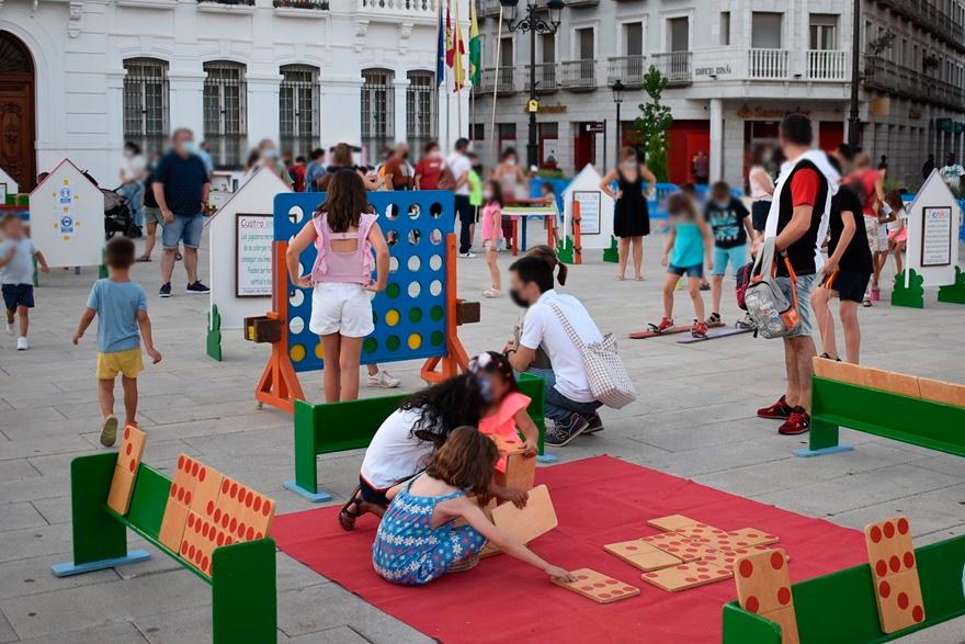 Mondema reaparecen en la plaza de España